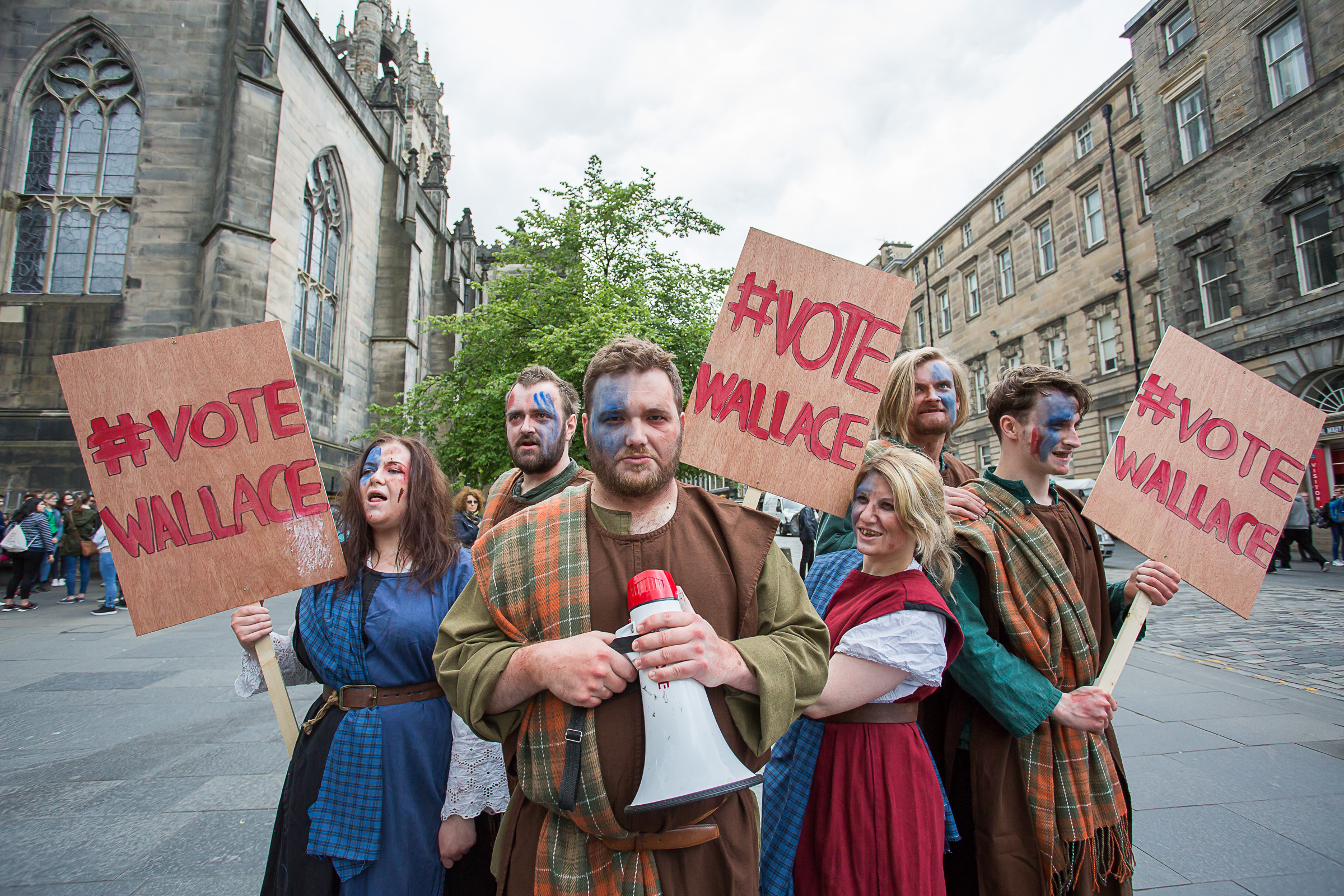 Edinburgh Dungeons Vote Wallace Demonstrators